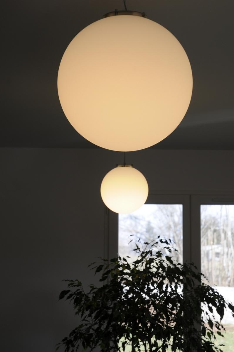 Proposition de luminaires de différentes tailles décalés en hauteur